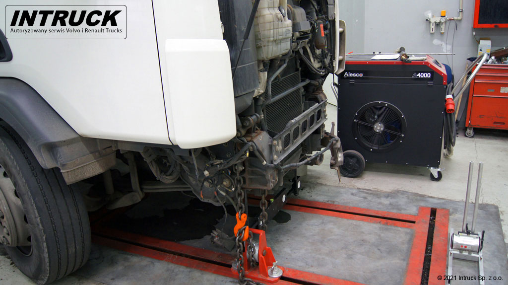 Naprawy powypadkowe pojazdów ciężarowych - 02